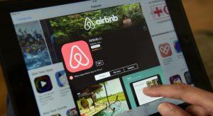 845aeb9be0e61c1f16542f375bd85ae568ba67eb 6 300x164 - Locations Airbnb : les mesures pour contrer le phénomène.