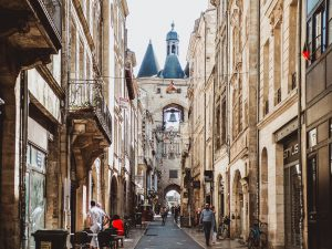 bordeaux 3876995 1920 300x225 - A Bordeaux, le prix de l'immobilier se stabilise mais celui des loyers s'envole