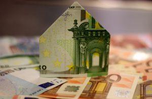 housebuilding 1005491 1920 300x196 - Taux d'emprunt d'État sous les 0 % : quelles conséquences pour l'immobilier ?