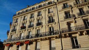 facade of building 503861 1280 300x169 - Investir dans l'ancien pour une meilleure rentabilité